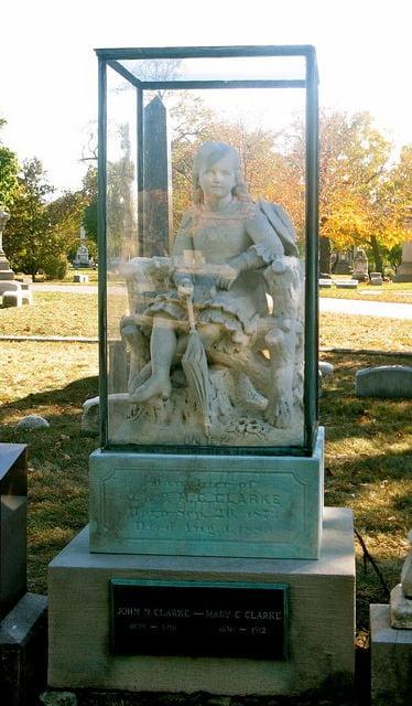 inez-clarke-statue