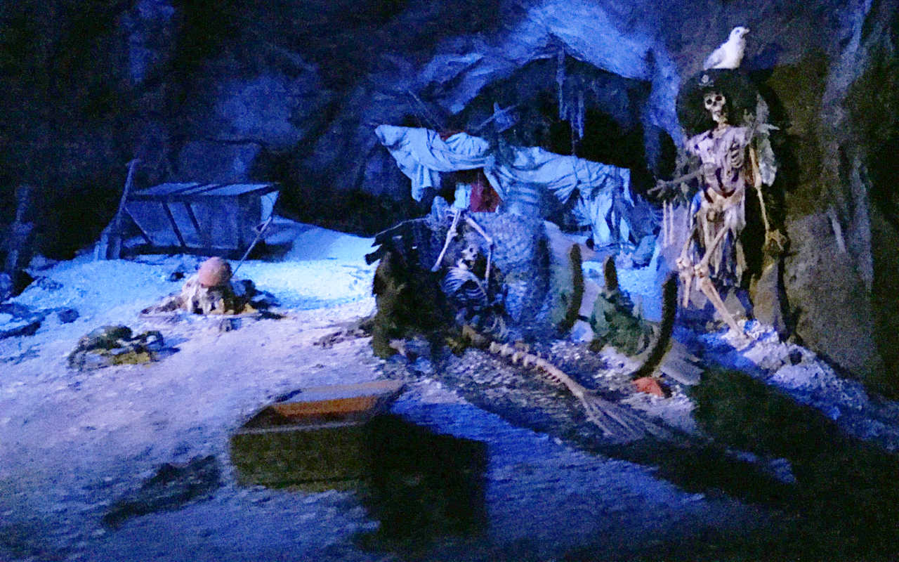 A scene from the Pirates of the Caribbean ride at Walt Disney World