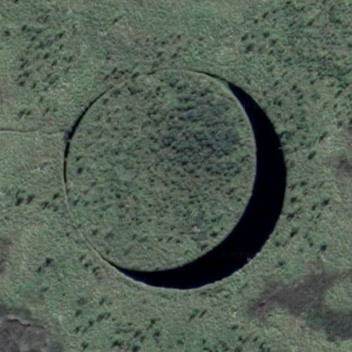 zoomed-in image of El Ojo, a circular island surrounded by land