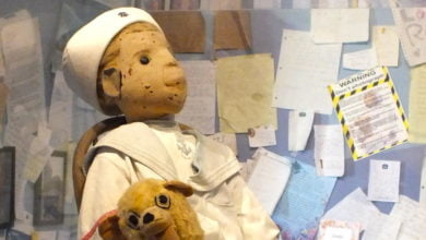 "Photo of ""I'm Sorry, Robert"": Hundreds Apologize to Cursed Doll After Viewing Photos Online"