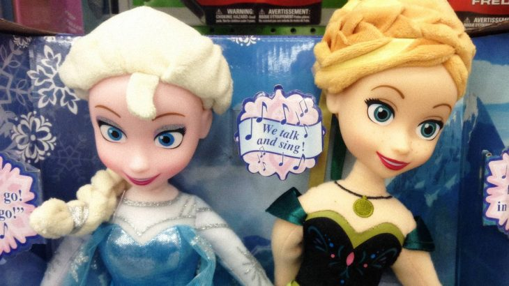 Dolls of Anna and Elsa from the movie Frozen