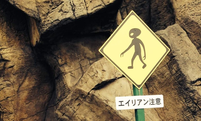 A crossing sign with an alien drawn on it