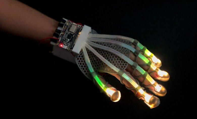 A fiber-optic glove that senses deformations