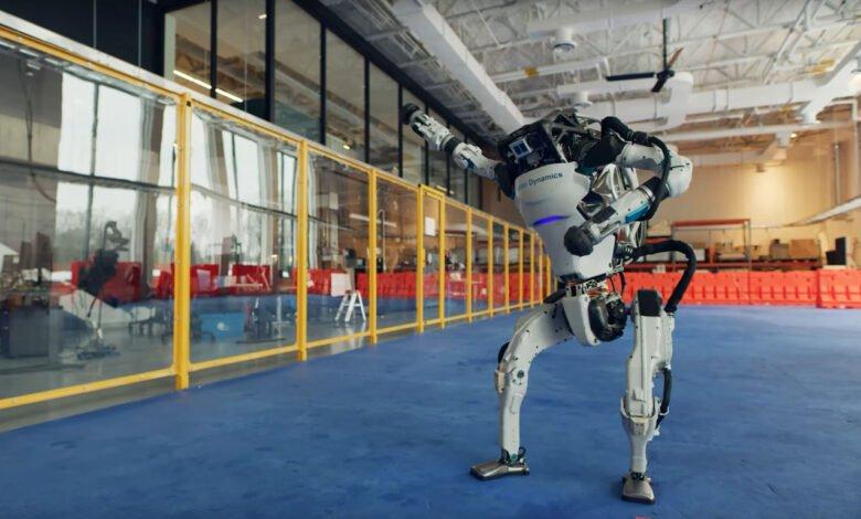 A Boston Dynamics Atlas robot dances to the beat