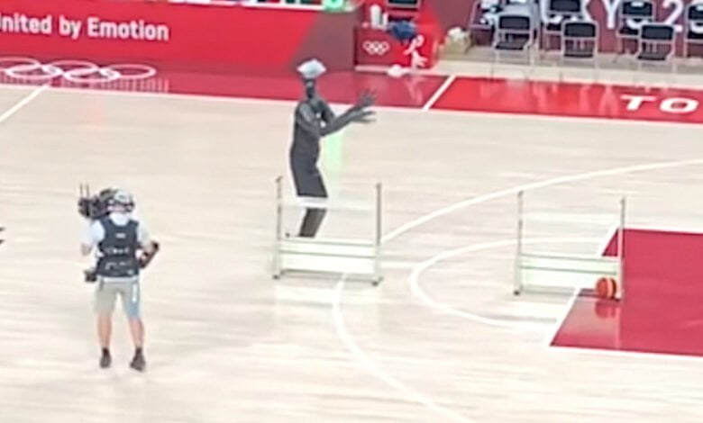 Photo of Japanese Basketball Robot Shows Off During USA-France Halftime